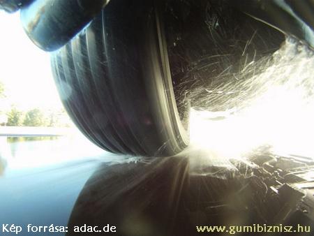 Adac téligumi teszt 2012, vizes út