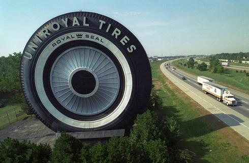 A világ valaha épített legnagyobb gumiabroncs makettje