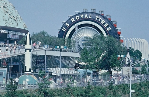A világ legnagyobb gumiabroncsa működő óriáskerékként szórakoztatta a közönséget.